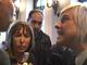 """La """"Iena"""" Nadia Toffa in Prefettura a Cuneo per intervistare il ministro Delrio (VIDEO)"""