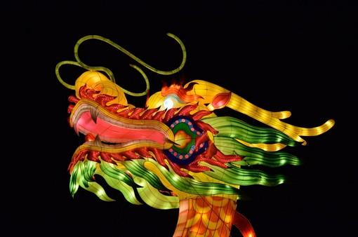 Sfilati di dragoni sulle piste del Maneggio a Limone Piemonte per celebrare il Capodanno cinese
