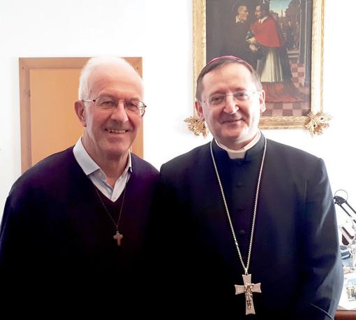 Don Giuseppe Dalmasso con il vescovo Cristiano Bodo