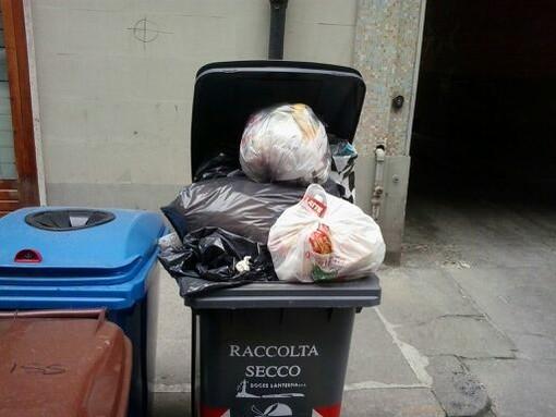 """Cuneo: si distribuiscono i kit per la raccolta rifiuti """"porta a porta"""""""