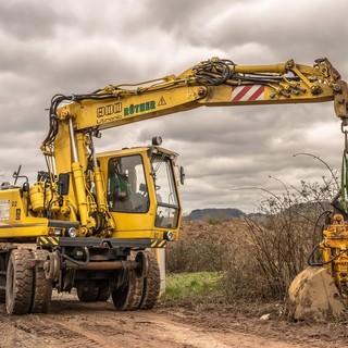 Escavatori e miniescavatori: come scegliere l'attacco rapido più adatto all'ottimizzazione del lavoro