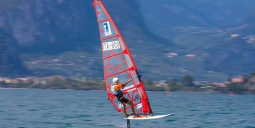Lago di Garda: il braidese  Elia Brizio è vicecampione italiano U17 di Windsurf Giovanile