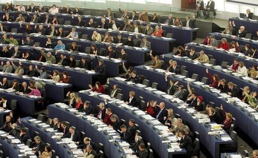Conferenza sugli europartiti e i gruppi politici al Parlamento europeo a Cuneo