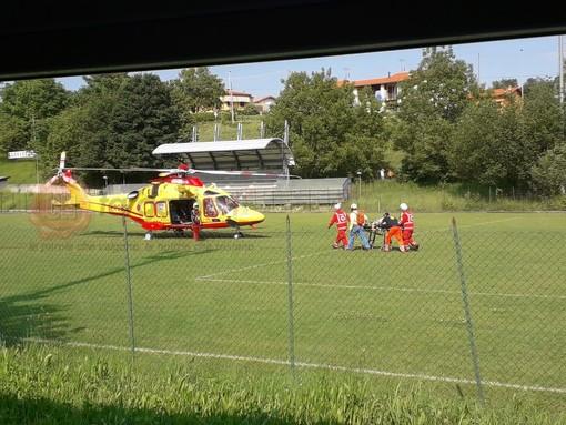 Vicoforte: elisoccorso atterra nel campo da calcio per soccorrere un anziano