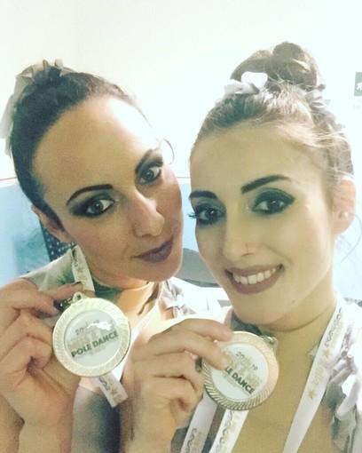 Lisa Mozzone ed Elena di Trani con la medaglia d'argento