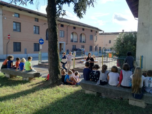 """Un successo il primo """"Leggo e cammino"""" di Caramagna Piemonte"""