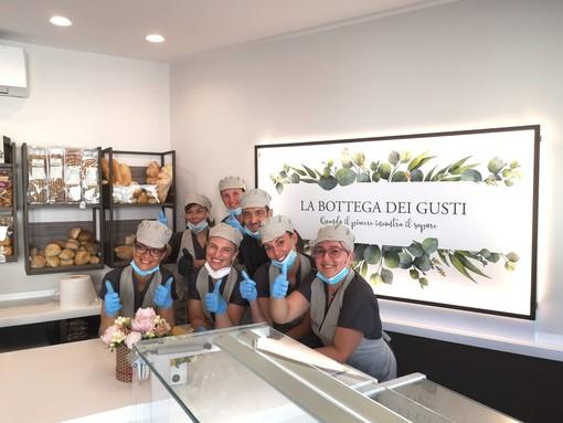 """Lo staff del nuovo punto vendita de """"La Bottega dei Gusti"""""""