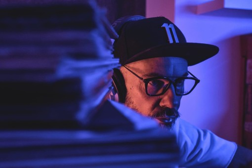 Un saluzzese pronto a realizzare il DJ set più lungo della storia: Faber Moreira vuole battere il record delle 200 ore di musica no stop, ma ha bisogno anche di voi