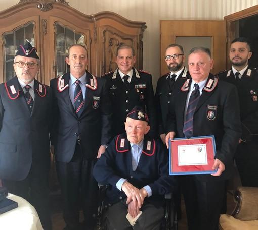 Paesana, l'appuntato dei carabinieri in congedo Valter Giaccone festeggia 100 anni: gli auguri dell'Arma provinciale