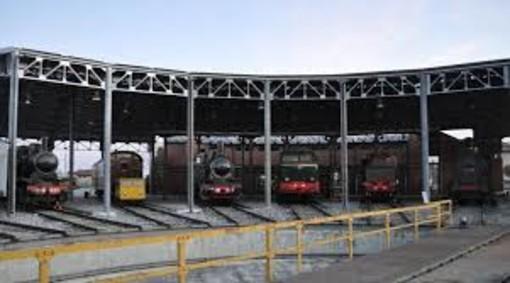 Vento scoperchia una lamiera della tettoia al Museo Ferroviario Piemontese di Savigliano