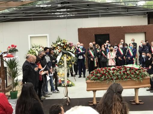Il grande abbraccio di Demonte al suo sindaco Francesco Arata, l'avvocato di Milano che qui aveva le radici e il cuore