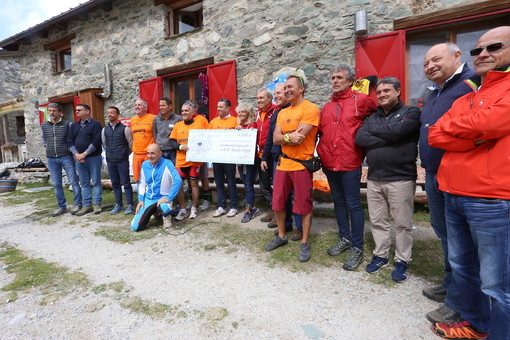 """Una comitiva arancione per il """"Gardetta Fest"""", donati 4.500 euro all'ASD Fausto Coppi per """"salvare le strade di montagna"""" (VIDEO)"""