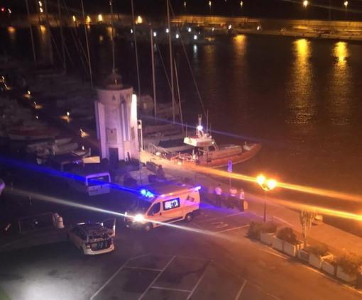 Donna cuneese tenta di togliersi la vita in mare davanti a Ventimiglia: salvata dalla Guardia Costiera