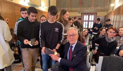 Educazione civica e finanziaria: il Senato fa suonare la campanella in tutte le scuole italiane