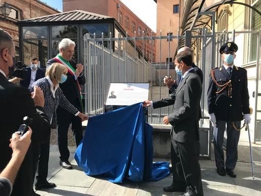"""La Questura e una parte di piazza Torino intitolate a due poliziotti eroi, il capo della Polizia Gabrielli a Cuneo: """"La memoria deve essere viva e improntare il nostro agire"""" (Foto)"""