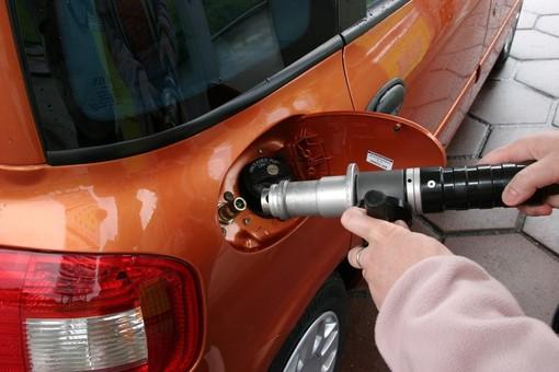 Alba: rinnovata la convenzione tra Comune e officine per la conversione auto a Gpl e metano