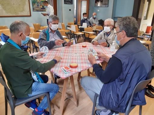 Si torna a sfogliare il giornale al bar e a giocare a carte nei circoli ricreativi