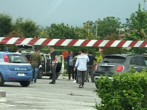 Omicidio nel piazzale dell'Auchan di Cuneo: la vittima è una 44enne residente a Saluzzo, già fermato il responsabile (VIDEO)