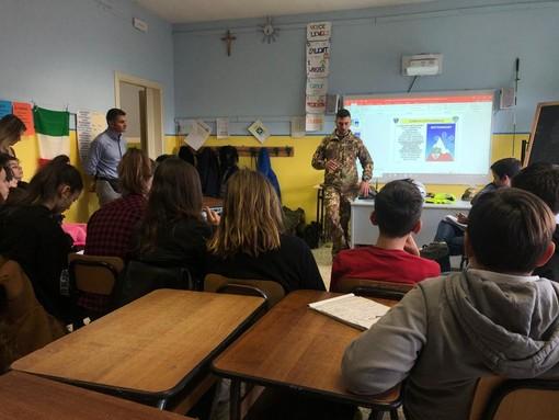 """L'Esercito a Revello per la """"Giornata Nazionale per la sicurezza nelle scuole"""""""