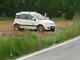 Auto fuori strada sulla Roddi-Pollenzo subito dopo il ponte, lunghe code sulla Sp 7 (VIDEO)