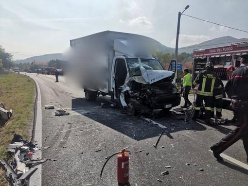 Scontro tra furgoni sulla provinciale tra Vignolo e Cervasca: intervento dell'elisoccorso