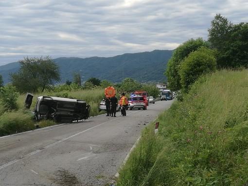 Scontro frontale tra due auto sulla Sp 62 Paesana-Sanfront, tre feriti: uno è grave