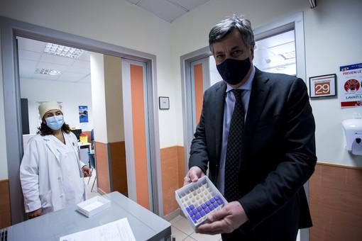 """Vaccini, Icardi: """"Noi lungimiranti nell'accantonamento delle dosi, altri meno. La 'fase 2' slitta di 15 giorni anche per questo"""""""