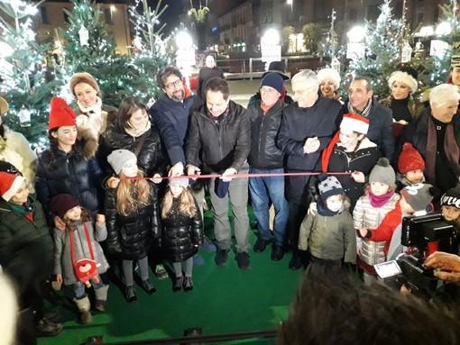 L'ad di Egea PierPaolo Carini inaugura il villaggio di Natale allestito in piazza Ferrero