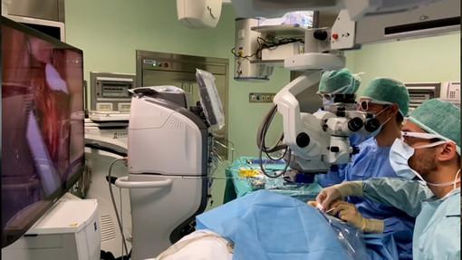 L'intervento per la miopia eseguito all'ospedale Santa Croce di Cuneo