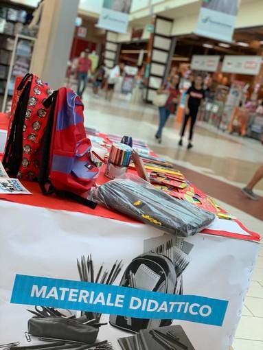 La generosità fa il botto! All'Ipercoop di Mondovicino raccolta quasi mezza tonnellata di materiale scolastico per la Caritas