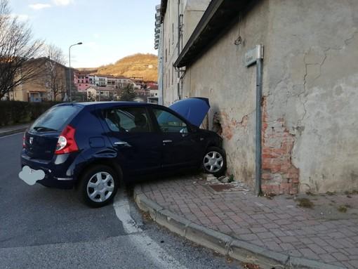 Incidente a Ceva: due auto e tre persone coinvolte