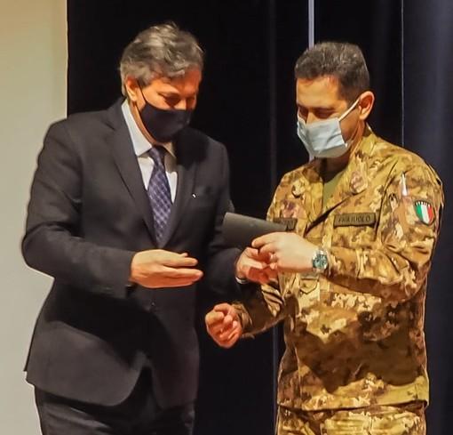 Regione Piemonte, Icardi dona una copia della penna di Pavese al generale Figliuolo
