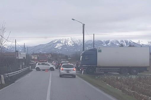Incidente a Passatore in via Castagna: vigili del fuoco sul posto e circolazione rallentata