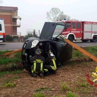 Un altro incidente a Fossano, auto sbanda ed esce dalla carreggiata in via Ceresolia