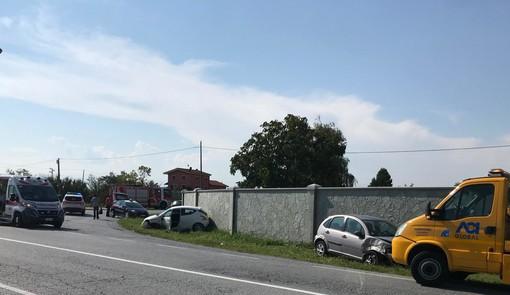 Incidente a Castelletto Stura: coinvolte due autovetture e un camion, due feriti non gravi