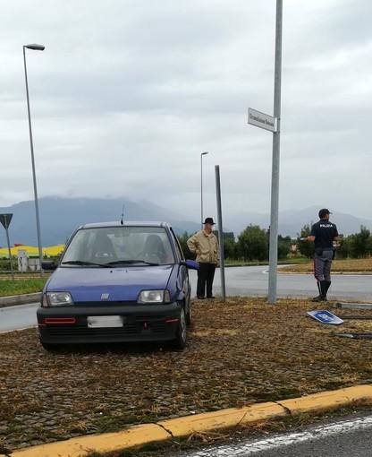 Incidente alla rotonda di Madonna delle Grazie, in direzione di Castelletto Stura