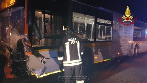Auto contro pullman tra Passatore e San Pietro del Gallo a Cuneo: è morta una donna di 49 anni di Busca