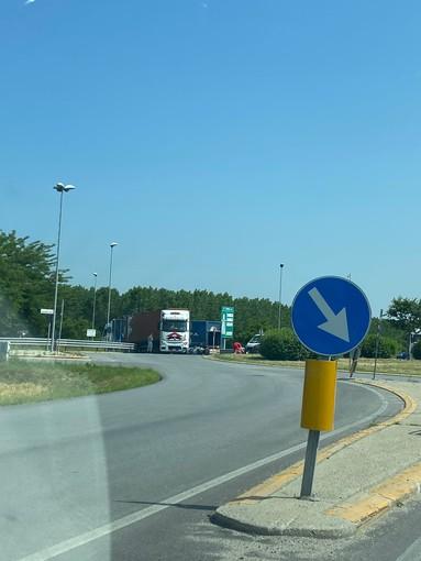 Cuneo, incidente sull'est-ovest: coinvolte un'auto e una moto