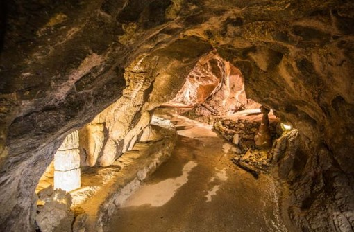 Foto dal sito delle grotte di Bossea