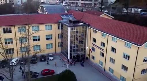 """Mondovì: gli studenti dell'istituto """"Cigna"""" cantano la """"FeliciDAD"""" della didattica a distanza (VIDEO)"""