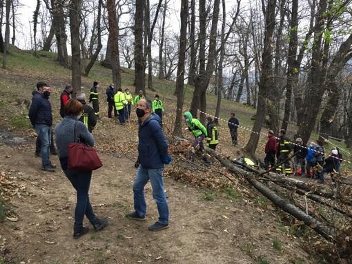 Tragedia a Venasca, uomo di 32 anni travolto da un albero a Bricco: da pochi mesi era diventato papà