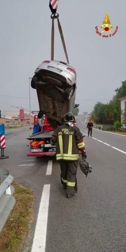 Mondovì: nella notte, auto si ribalta in via Torino