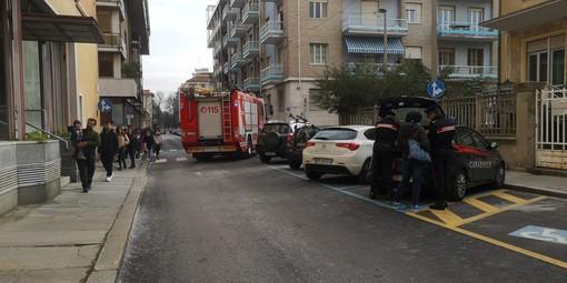 Scontro tra due vetture in via Luigi Gallo a Cuneo: intervento dei vigili del fuoco per la messa in sicurezza