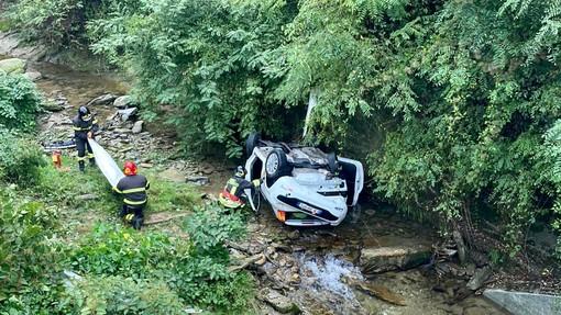 Perde il controllo dell'auto e finisce nel letto del rio Chiappera, a Barge: ferito un giovane 21enne