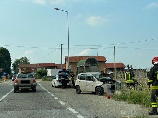Cuneo, incidente a San Pietro del Gallo: Fiat Panda abbatte colonnina del metano
