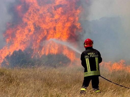 Incendi sterpaglie in Granda: numerosi gli interventi dei Vigili del Fuoco
