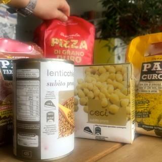 I carrelli ai tempi del coronavirus: boom per farine, legumi secchi, carne in scatola, fagioli conservati e lievito