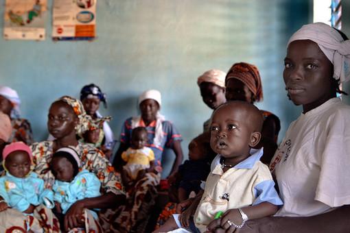 Con LVIA un sacchetto di mele per la lotta alla malnutrizione infantile