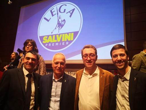 """Salvini al Lingotto sulle note di """"Vincerò"""", fuori lo striscione: """"Muori! Torino non ti vuole"""""""