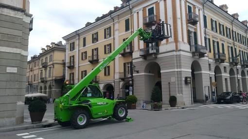 Mezzi della Merlo in piazza Galimberti a Cuneo: si realizzano video per le prossime campagne di comunicazione